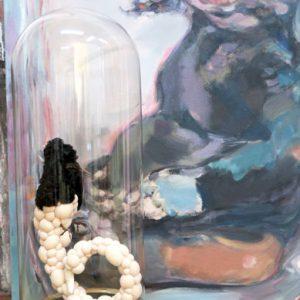 la griffe en rose, Vogelpräparat, Stoff, Fell, Zahn, Höhe 52 cm x ø 21 cm, 2014