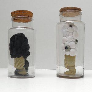 a simple life, Glas, Stoffe, Puppenaugen, eigenes Haar, Biedermeiergläser Höhe 28 cm x Ø 12 cm, 2014